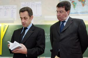 """Nicolas Sarkozy réaffirme sa """"priorité à l'éducation"""""""